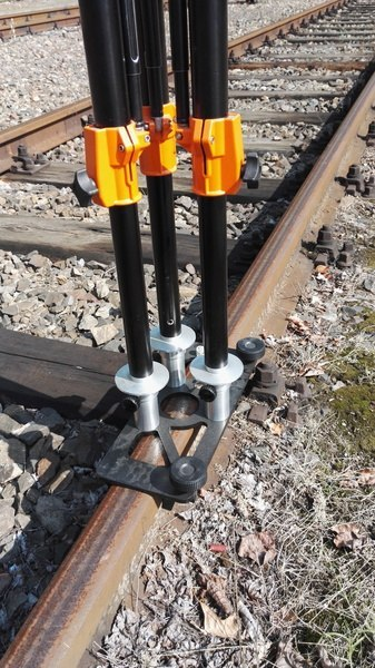 Tripod korobowy with adapter for tracks